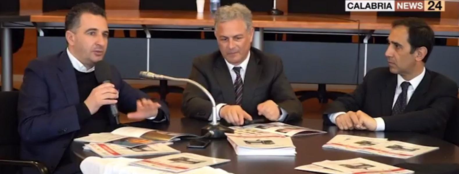 È il consigliere regionale Orlandino Greco a presentare in conferenza stampa la prima edizione di Fege.