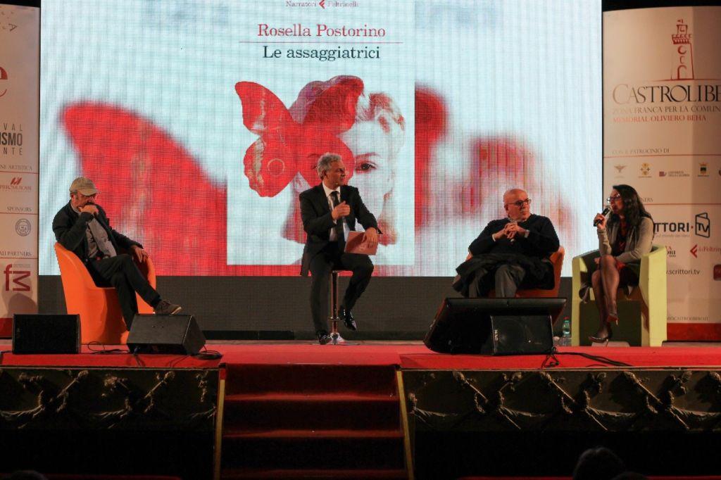 Il talk e la premiazione di Pino Aprile in occasione del Premio Castrolibero – Memorial Oliviero Beha svolto il 13 Aprile 2018 con Piero Muscari, Mario Oliverio e Rosella Postorino.