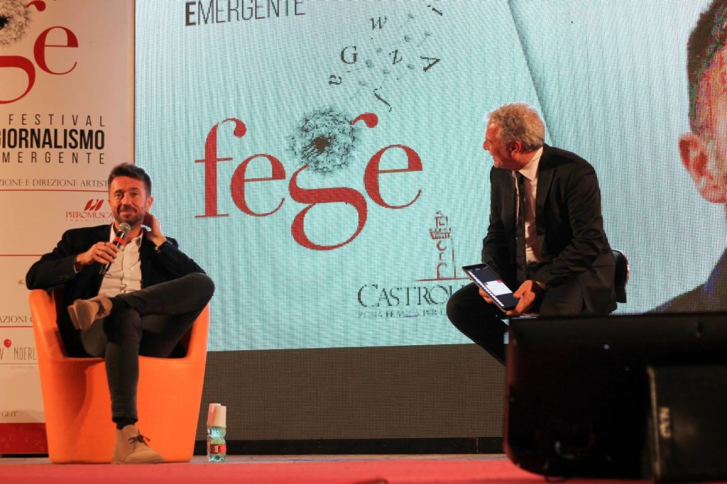 La premiazione di Andrea Scanzi in occasione del Premio Castrolibero – Memorial Oliviero Beha svolto il 13 Aprile 2018.